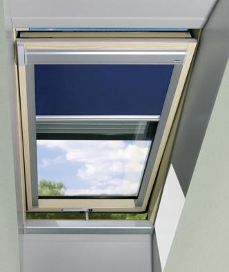 Kmoderním střešním oknům lze pořídit bohatou doplňkovou výbavu (FAKRO).