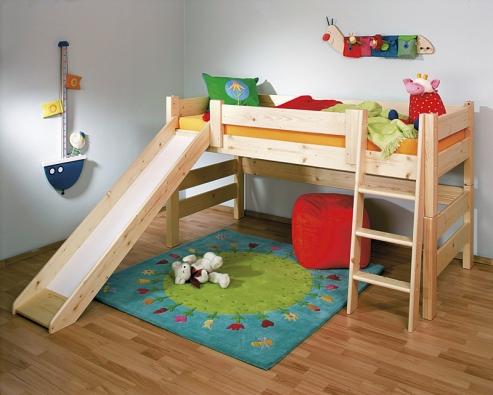 Zvýšená postel Sendy se skluzavkou, cena od 3310Kč plus příslušenství za 3700Kč (GAZEL).