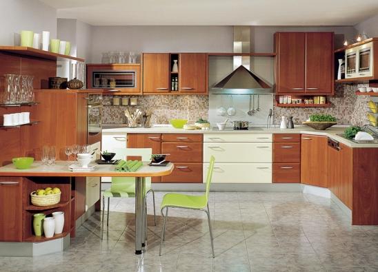 Mikrovlnná trouba je dnes již samozřejmou součástí každé moderní kuchyně. Kuchyňská sestava Edita v dekoru třešeň (GORENJE).