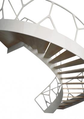 Spirálovité schodiště Leonardo, speciální sloupkové zábradlí, dřevěné nášlapy, cena odcca 405000Kč (EEDESIGN).