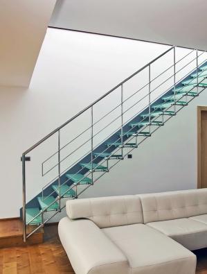 Luxusní skleněné schodiště, tato realizace 392000Kč bez DPH (GENERAL COMPACT).