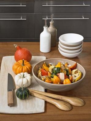 Do historizující kuchyně se hodí kvalitní nádobí ztradičních materiálů, například keramika Emile Henry.
