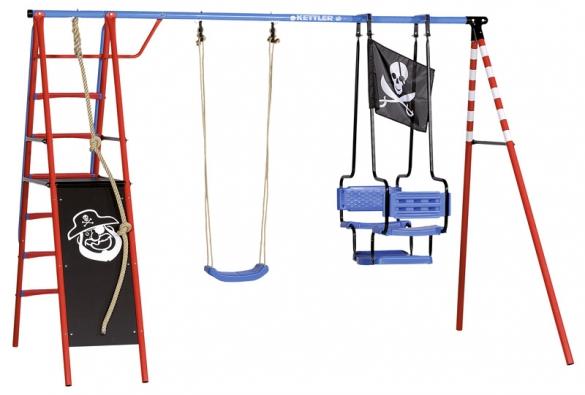 Dobrodružná houpačka Pirát. Malí námořníci mohou vlézt do stožárového koše buď po stabilním žebříku slodním zábradlím nebo spomocí lana. Na konstrukci zocelových trubek lakovaných práškovou barvou je zavěšená gondola pro dva (do 100kg) asedačka  (do 50 kg), cena 11990Kč (KETTLER).