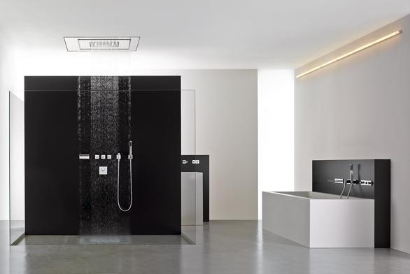 Sprchové i vanové baterie a ovládací prvky mohou být vzorně seřazené do jedné linie díky pomocnému rastru.