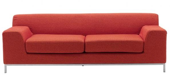 Pohovka Kramfors, třímístná, červený potah Myrby, cena 13900Kč (IKEA).
