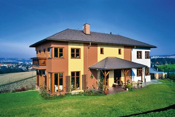 Barevné řešení domu dokáže ovlivnit jeho začlenění do okolí (Primalex).