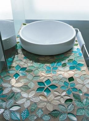 Přilehlé plochy lze ozdobit jednotlivými tvary s motivy použitými uvnitř desek.