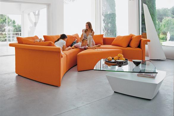 Zařizujeme dlažbu do obývacího pokoje (ilustrační fotografie).