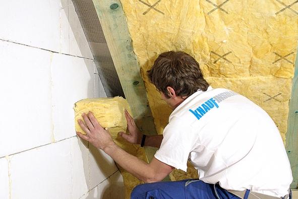 Střechou uniká asi 15 až 35 % tepla. Zateplení podkroví pro případné využití by se proto mělo řešit už ve fázi projektové dokumentace.