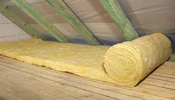 Knejčastěji používaným izolantům patří minerální vlna (vata).
