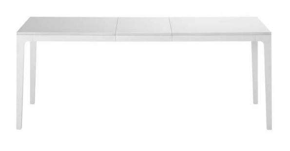 Rozkládací stůl Al (design Marco Zito, Casamania), rozměr 150/200 x 80 cm, materiál lakovaný hliník a laminát/sklo, cena od 51 680 Kč, EXX.
