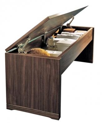 Stejný tvar jako klozet SmartBench má lavice s úložným prostorem. Cena (bez DPH) 16 748 Kč.