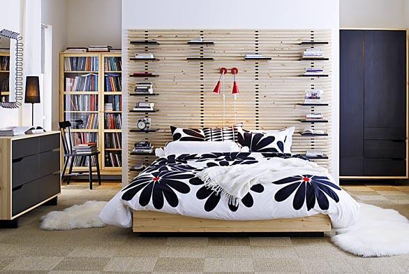 Variabilní sestava nábytku do dětského pokojíku Alaxdomino, postel súložným prostorem pořídíte za 17465Kč (Alax).