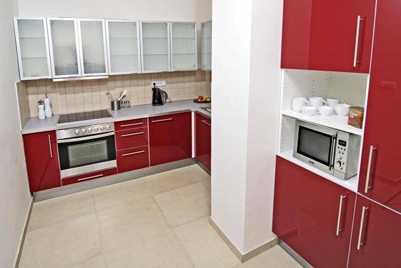 Kuchyňská sestava řešená do rohu byla dobrou volbou.