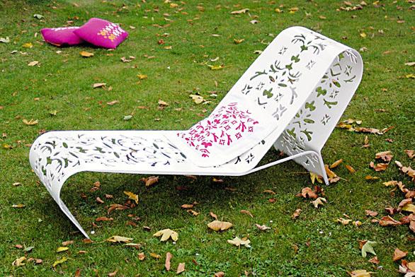 Dokážete sladit látku se vzorem nábytku? Řešením je pochůzka po obchodech či kreace stextilními barvami atiskátky (EGOÉ).