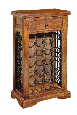 Dřevěná skříň – pevný materiál atradiční provedení se hodí do domu, zařízeného ve starobylém stylu.
