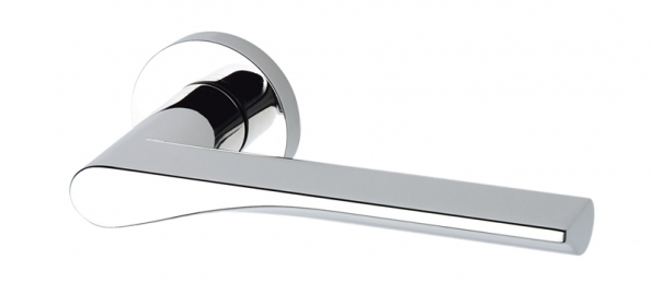 Klika Fin (design Toyo Ito,  Olivari), materiál chrom lesklý,  cena od4072Kč (KLESPOL).