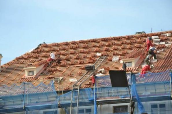 10) Probíhající práce při obnově střešního pláště