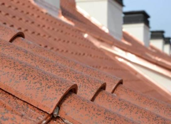 11) Detail povrchové úpravy (patiny)