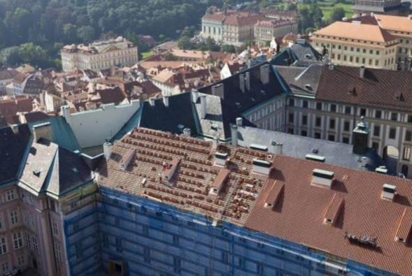 12) Celkový pohled na střechu