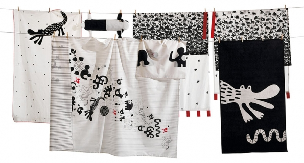 Podkrytou terasou se najde místo pro sušák nebo šňůru na prádlo. Pokud na nich visí atraktivně vzorovaný textil, můžete pozvat inávštěvu (IKEA).