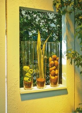 Terasu ozdobí jednoduché dekorace – ve skleněných vázách vyniknou nejen rostliny, ale ibrambory nebo papriky  (KOLÍNSKÉ VELETRHY).