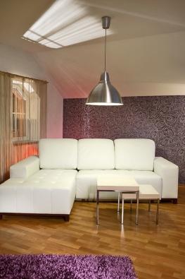 Perličkou je domácí barevné svítidlo, které střídáním barev mění atmosféru interiéru podle nálady.