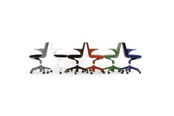 Kancelářská židle Spoon se speciální zakřivenou konstrukcí, která vznikla na základě profesionální studie mechanizmu pohybu, design Antonio Citterio (Kartell).