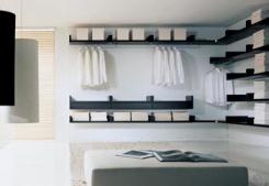 Pokud je šatna uzavřená, musí mít zajištěné dostatečné osvětlení a také větrání.