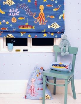 Pevné bavlněné plátno značky Liberty s chobotnicemi stojí 1 505 Kč za metr (šíře 140 cm). Prodává Paráda.