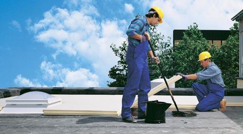 Dodatečná izolace střešního pláště pokládkou polyuretanových desek (suroviny BAYER, dodávka a komplexní poradenství BRAHE).