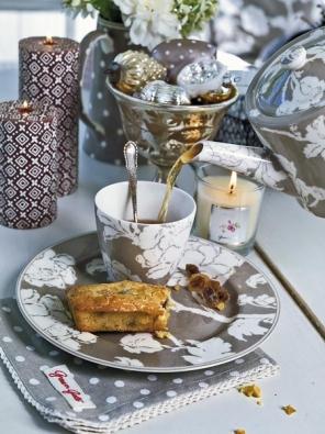 Ingrid - porcelánový jídelní a čajový servis inspirovaný romantickým francouzským nádobím z 18. století (GREEN GATE).