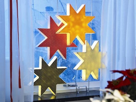 Kallt, svítící vánoční hvězda v různých barvách za 399 Kč (IKEA).