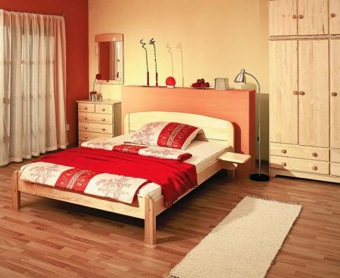 Smrková postel Berghen (š. 160 cm), cena 6 520 Kč, se závěsnými stolky, cena páru 1 270 Kč (GAZEL).