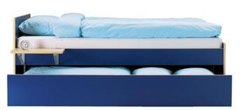 Lůžko s úložným prostorem ze série Robin (96,5 x 205 cm, v. 79 cm), modrá nebo bílá fólie, cena bez matrace 3 879 Kč (IKEA).
