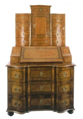 Sekretariát, 60. léta 19. století, dřevěný masiv intarzovaný silnou dýhou, ořech a kořenice, dekor květiny a ornamenty (MEISSNER - NEUMANN).