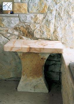 Stolek na jedné noze ze dvou druhů pískovce - cena 6 000 Kč.