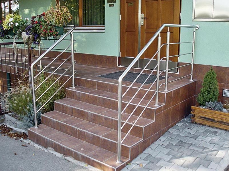 Venkovní schody do domu