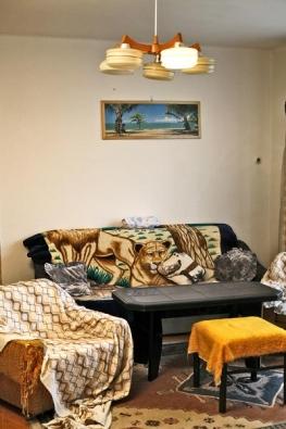 Původní obývací pokoj nebyl nijak přívětivý. Většina stávajícího zařízení skončila v kontejneru.