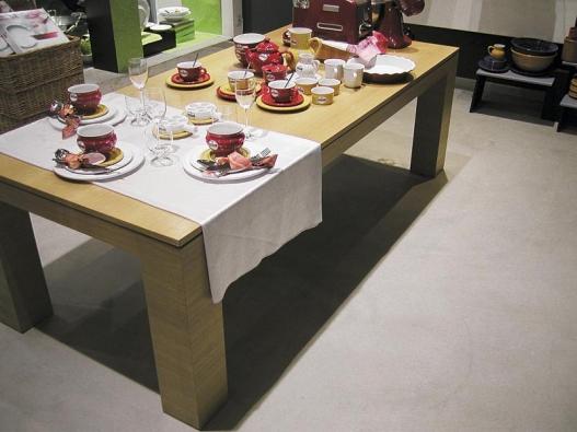 Podlahy z Pandoma lze ještě lakovat olejem nebo bezředidlovými pryskyřicemi. Vzhled je pak vždy sametově matný, odolný proti vrypům a s vodoodpudivými vlastnostmi (AB PARKET).