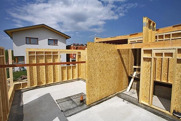 Přirovnání ke krabici je zcela na místě, což ovšem nijak nesnižuje kvalitu ani životnost dřevostaveb.