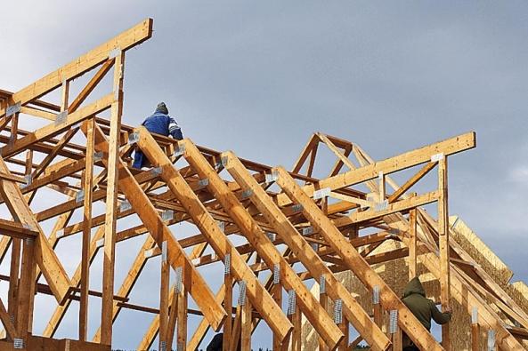 Montovaná stavba značí dílo, jehož stěny, sřešní a další konstrukční prvky doveze na staveniště kamion. Pak nastoupí řemeslníci...
