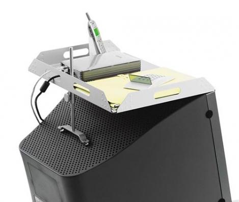 Odkládací plocha na monitoru umožňuje maximálně využít místo u počítače. Koupíte ji za 2 040 Kč (ALAX).