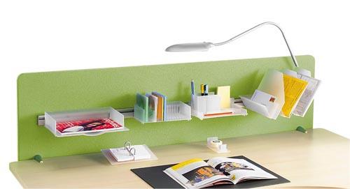 Lištu na zeď a paravány koupíte od 810 Kč, závěsné doplňky stojí od 399 Kč (zásobník na CD), třídílný třídič dokumentace je za 1 365 Kč (ALAX).