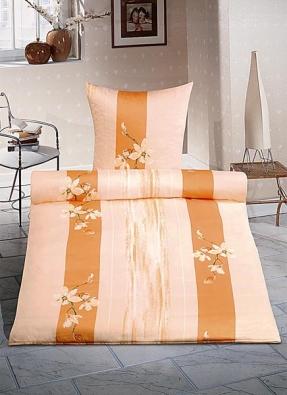 Povlečení Magnolie v dekoru losos, materiál mako-žerzej, cena od 1 750 do 1 945 Kč za polštář a deku (STELLA).