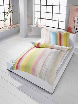 Duhové povlečení, materiál 100% bavlna - krep, pořídíte od 2 630 Kč (vyrábí IBENA, dodává ABITARE).