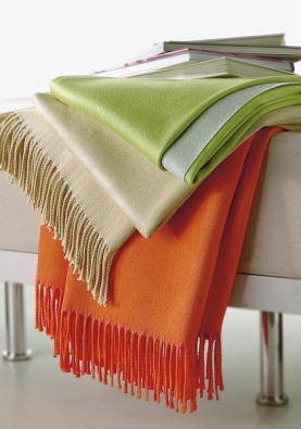 Vlněná deka Leida, 130 x 170 cm, cena 2 400 Kč (vyrábí SOMMA, dodává NOBIS STUDIO).