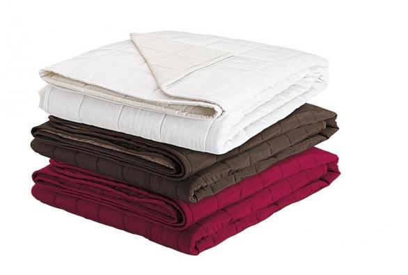 Přehoz na postel Kilan v rozměru 180 x 280 cm, cena 749 Kč (IKEA).
