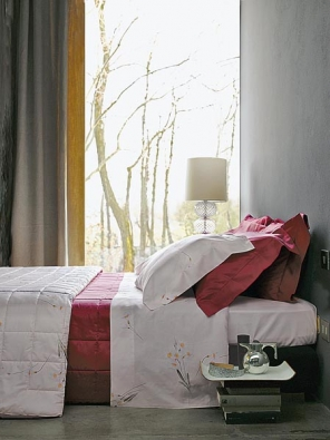 Polštáře Pag, 70 x 90 cm, bavlna, cena 1 450 Kč, přikrývka 140 x 200 cm, cena 3 620 Kč, prostěradlo 270 x 290 cm, cena 2 660 Kč (vyrábí SOMMA, dodává NOBIS STUDIO).