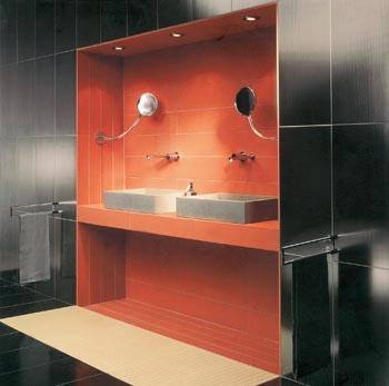 Formáty dnes lze kombinovat nápaditě a elegantně, aniž by se tím narušila jednota designu koupelny.